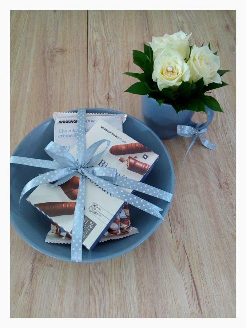 WOOLWORTHS FINGER BISCUITS, BOWL AND MUG WITH ROSES