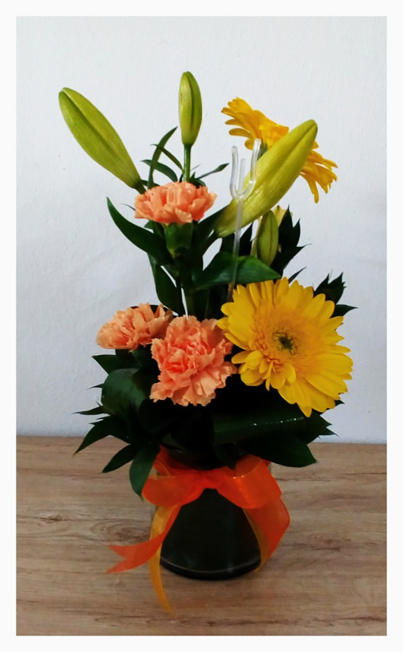 YELLOW AND ORANGE VASED ARRANGEMENT – PETIT