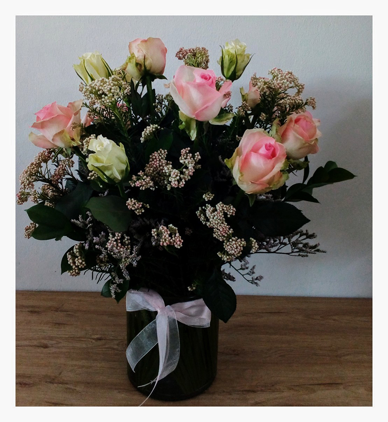 VASED ROSE ARRANGEMENT