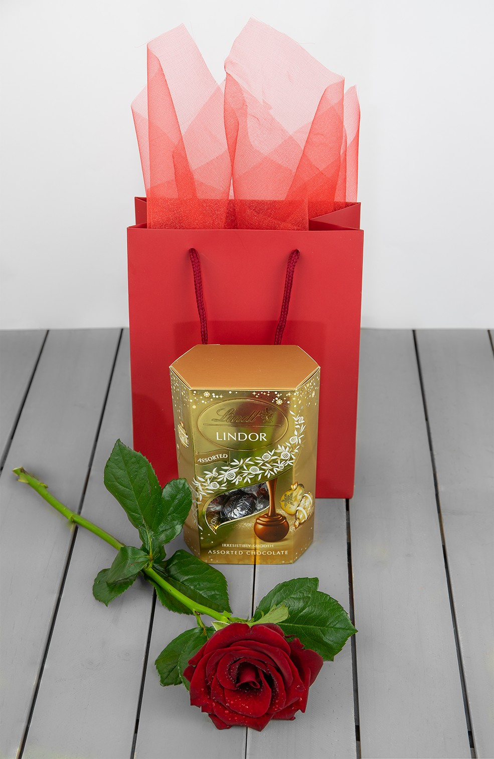 Lindor Chocolate Gold And Gift Bag Plus Rose