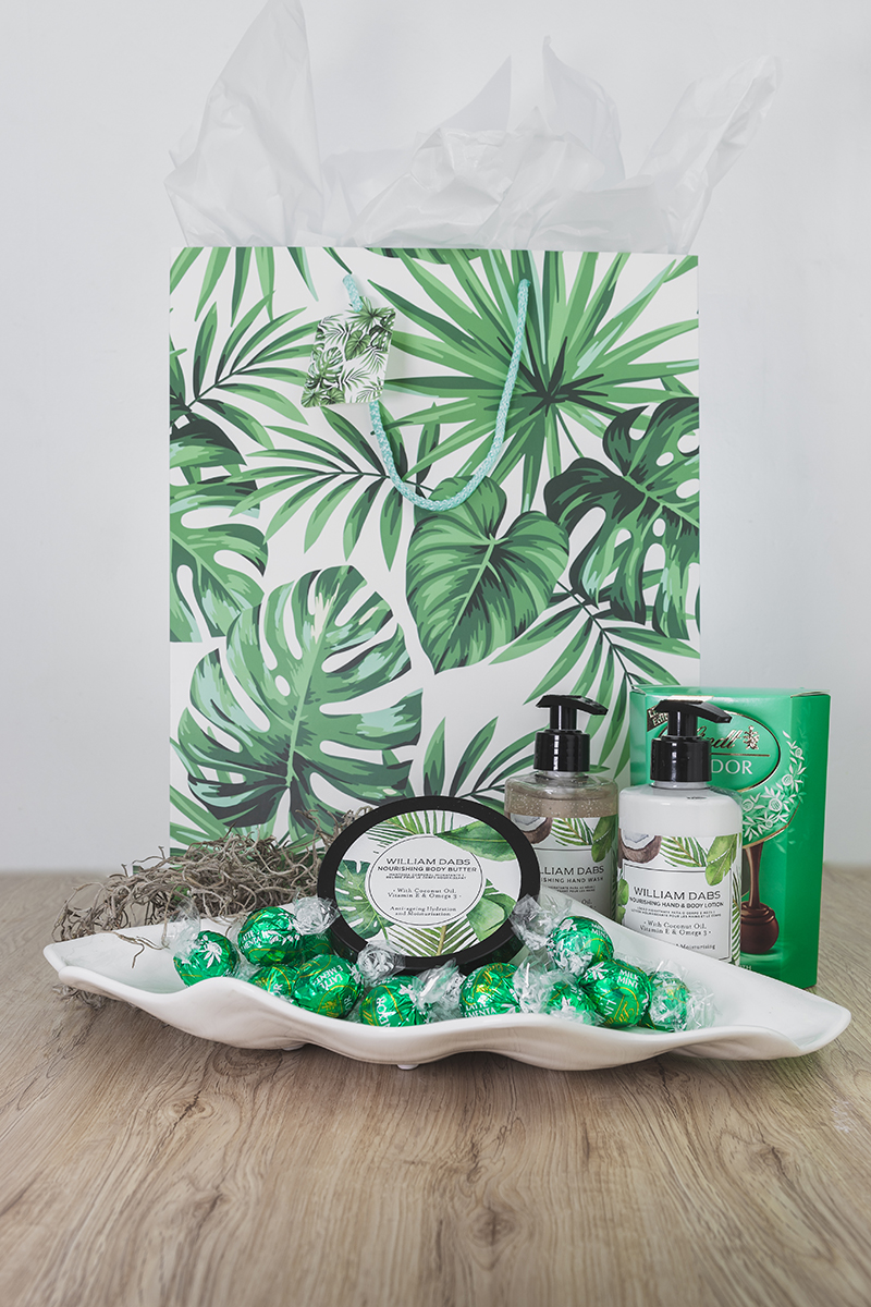 PAMPER HAMPER – GREEN GIFT BAG