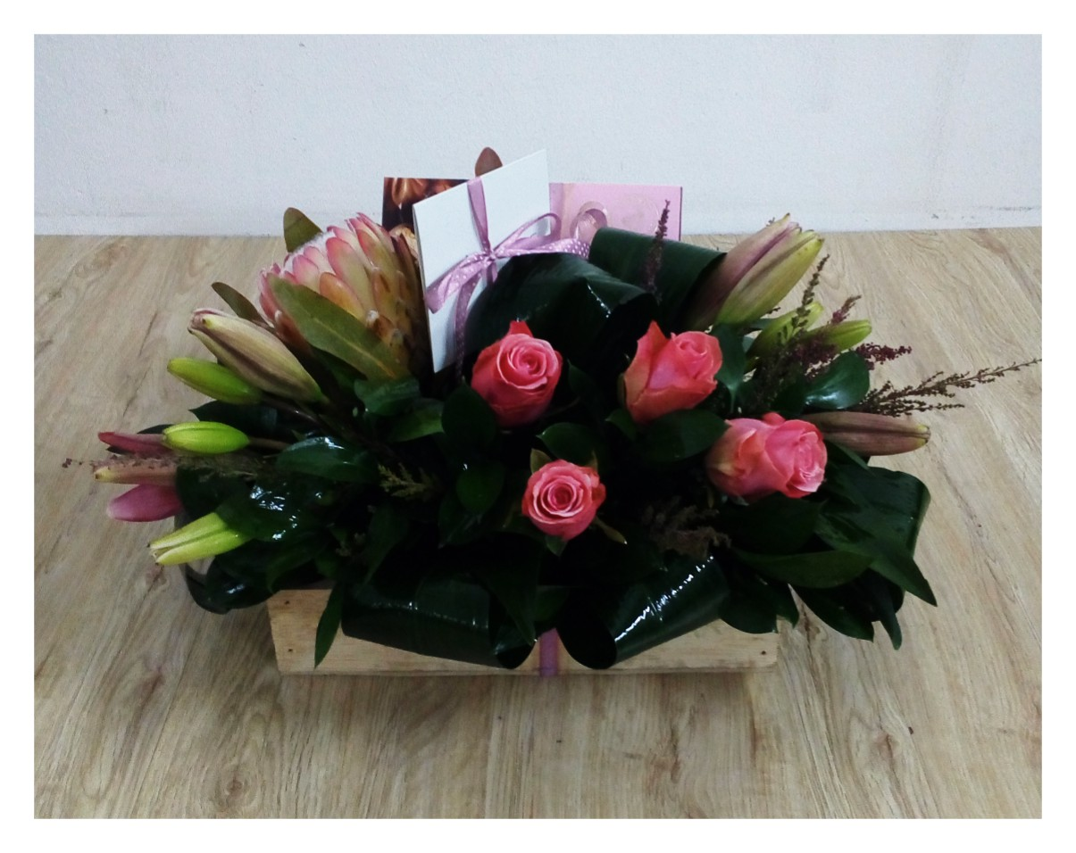 Chocolate & Flowers Box Medium Pink